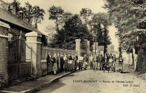Sortie de l'usine Lefort - rue de l'église (vers 1900)